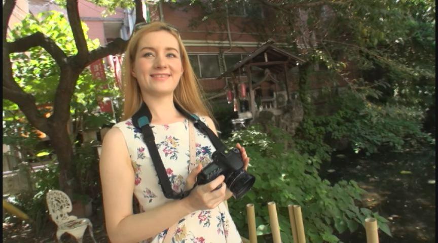 ロシアからやって来た、恥じらいがかわいい金髪美女(上)