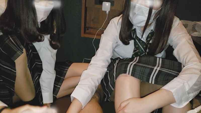 FC2 PPV 1053497 【個撮】同中の二人組①ネカフェでパンチラ撮影会からはじめての